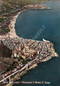 Cefalù - Panorama dall'aereo con vista della punta di Santa Lucia
